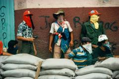 Muchachos await the counterattack by the National Guard. Matagalpa, Nicaragua. © Susan Meiselas/Magnum Photos