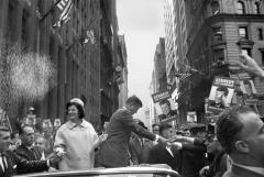 Cornell Capa, [John F. Kennedy and his wife, Jackie, campaigning in New York], October 19, 1960. © International Center of Photography/Magnum Photos
