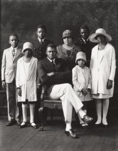 P. H. Polk, Mr. & Mrs. T. M. Campbell and children, ca. 1932. International Center of Photography, Purchase, with funds provided by the Lois and Bruce Zenkel Purchase Fund, 1982 (96.1982.h) © Tuskegee University Archives